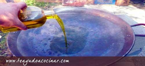 Aceite-de-oliva-en-la-paell